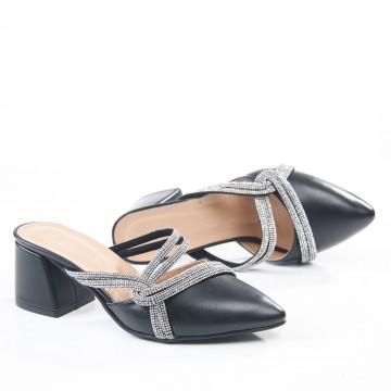 Siyah Burnu Kapalı Bilekten Bağlı Sandalet 4042