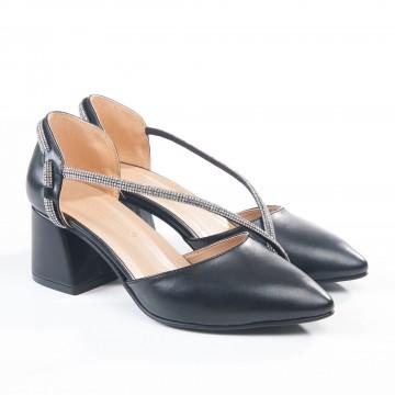 Siyah Pullu Deri Alçak Topuk Klasik Ayakkabı 4040