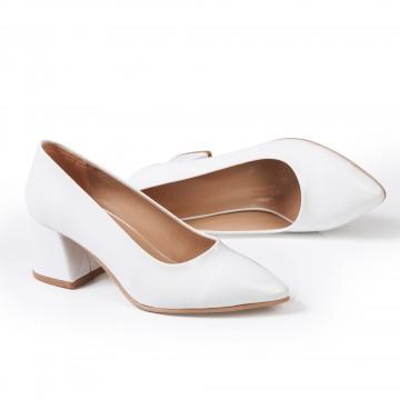 Fiyonklu Kırmızı Rugan Sivri Burun Bayan Ayakkabı 4048
